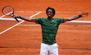 Gael Monfils of France celebrates after beating Pablo Cuevas of Uruguay during their men's singles match at the French Open tennis tournament at the Roland Garros stadium in Paris, France, May 29, 2015. REUTERS/Pascal Rossignol ORG XMIT: CHM210